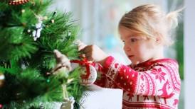 girl-decorating-xmas-tree