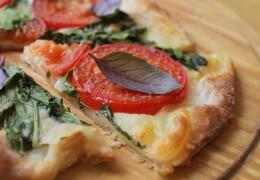 Spinach-Hummus-Flatbread-Pizza