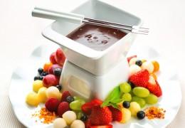 Fresh-Fruit-Fondue-with-Dark-Chocolate_160190360