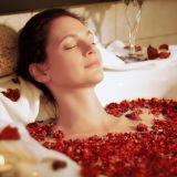 DIY-Spa-Wellness-Fresh-Flower-Bath