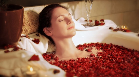 DIY-Spa-Wellness-Fresh-Flower-Bath
