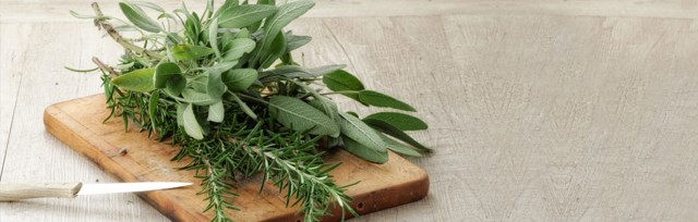 Sage-and-rosemary-to-prevent-premature-graying-of-the-hair_162109493 TEXT