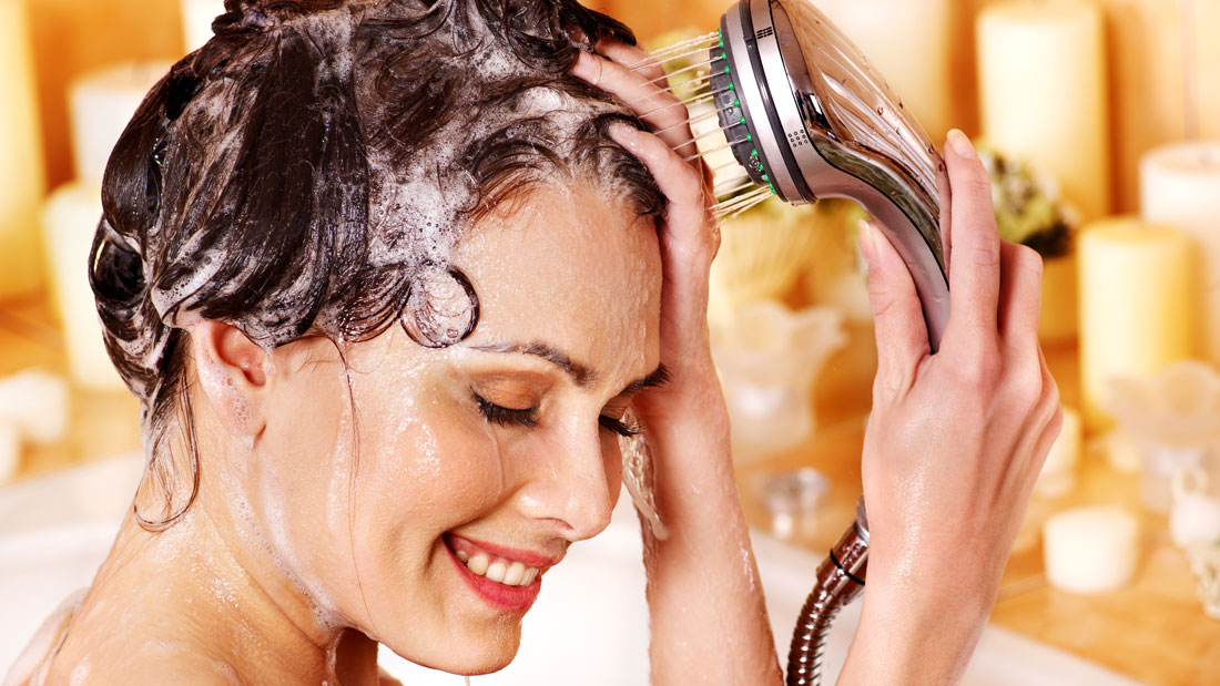 Shampooing-hair-the-right-way