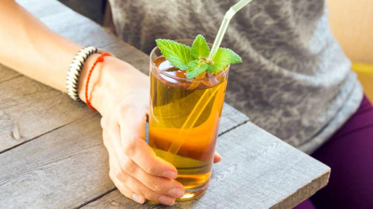kombucha tea in a glass