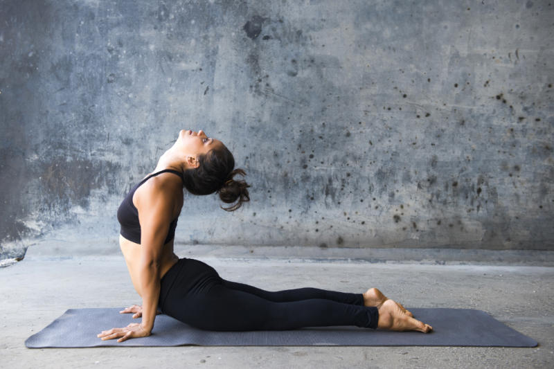 Yoga poses cobra pose bhujangasana tips benefits and for Naroznik cobra z living roomu