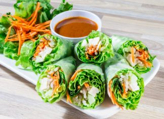 spring rolls with raw veggies and thai peanut sauce