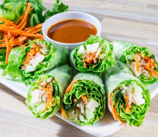 spring rolls with raw veggies and thai peanut sauce
