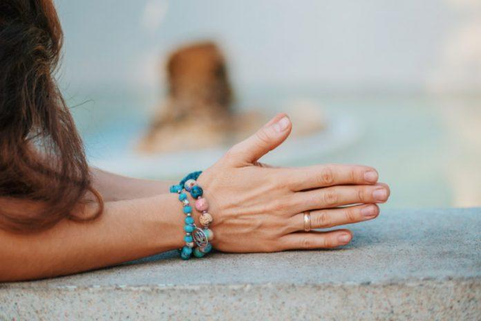Hand Clenching Yoga (Mushtika Bandhana)
