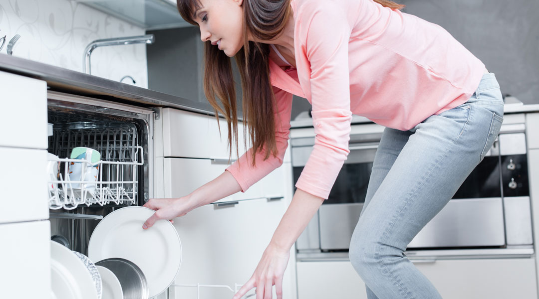 Green-Living-QA-Is-It-More-Eco-Friendly-To-Run-The-Dishwasher-Or-Wash-Dishes-By-Hand_158842952