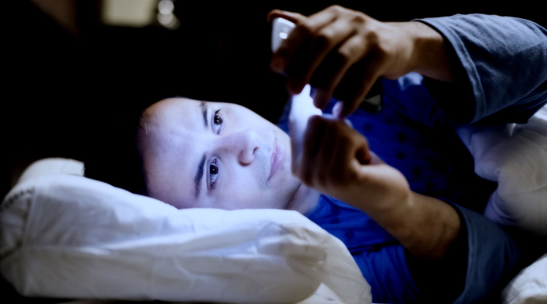 Could-Your-Smartphone-Be-Keeping-You-Awake-At-Night_221745499