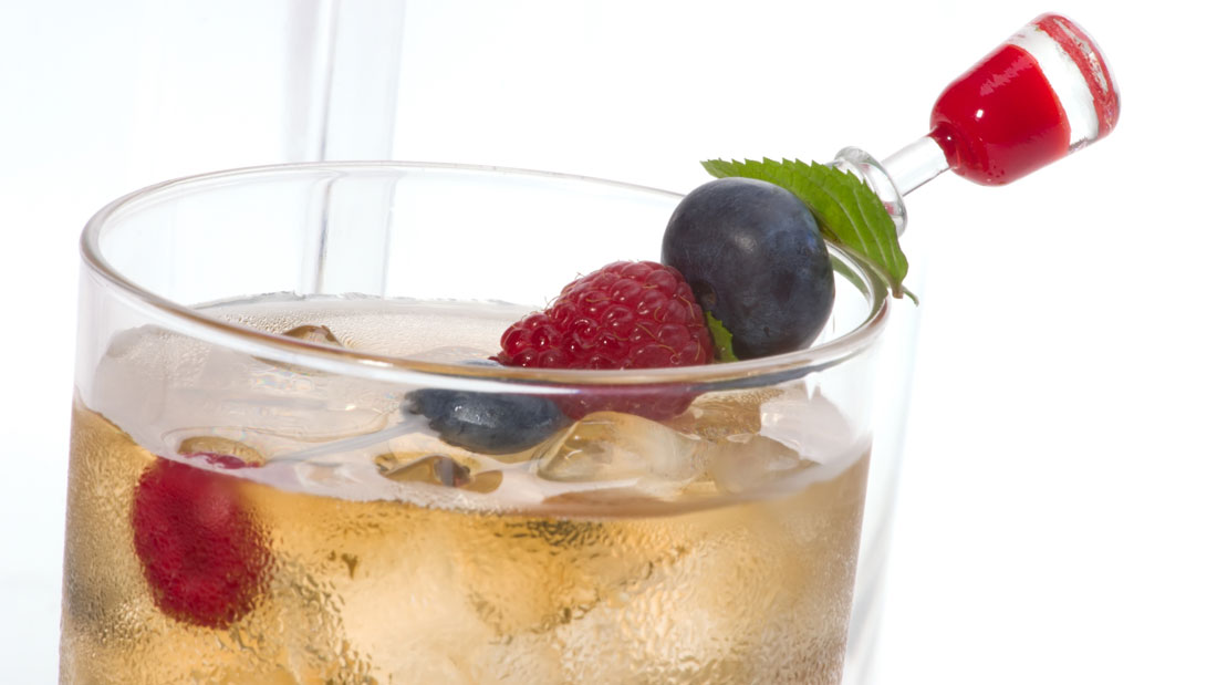 Fresh-Ginger-Ale-with-Raspberries_4954885