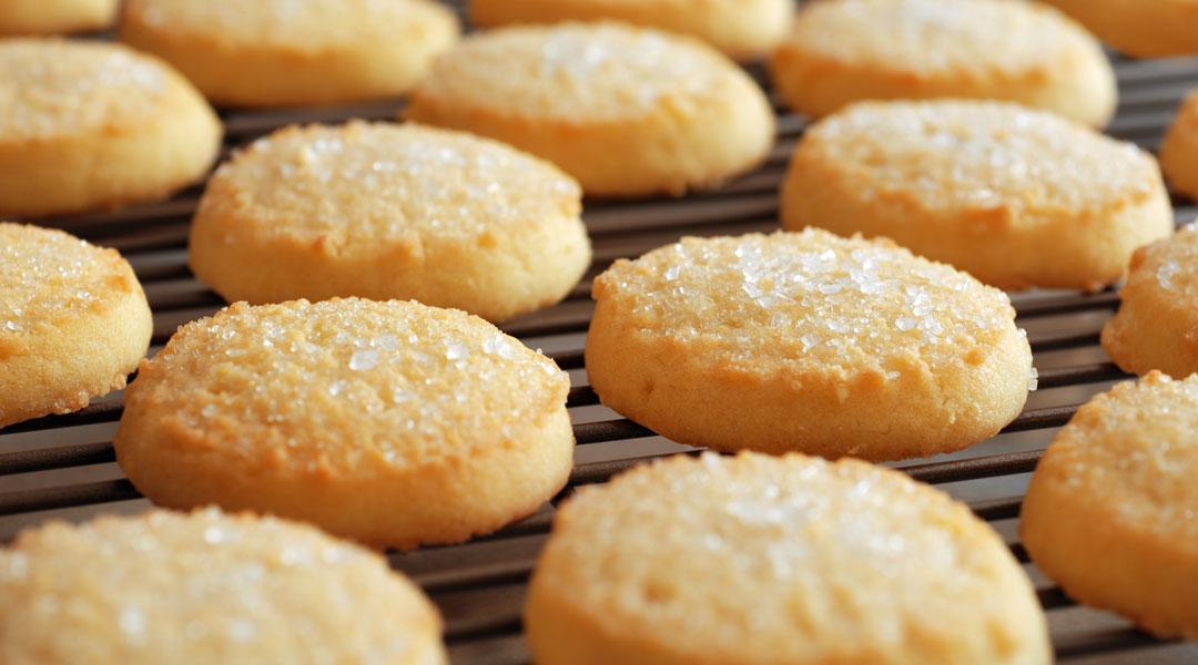 Cut-Out-Sugar-Cookies_153370979