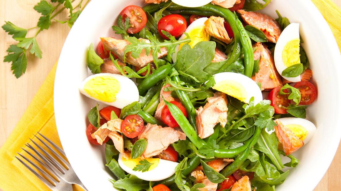 Poached-Egg-and-Arugula-Salad_84929260