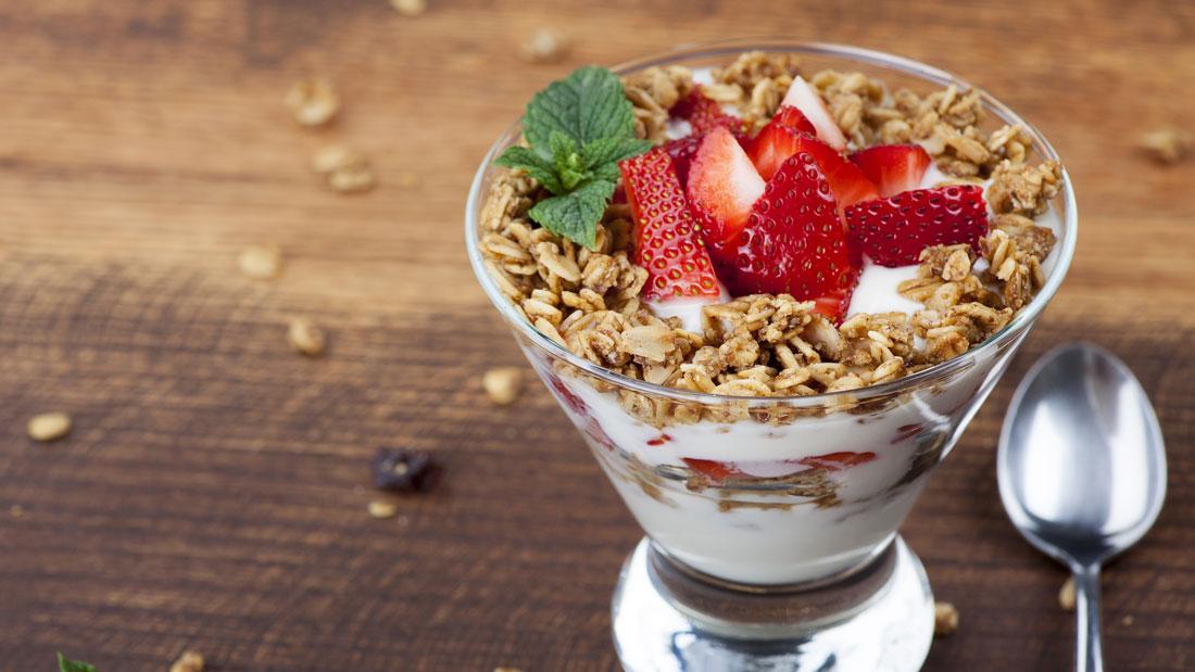 Yogurt-Parfait_147573596