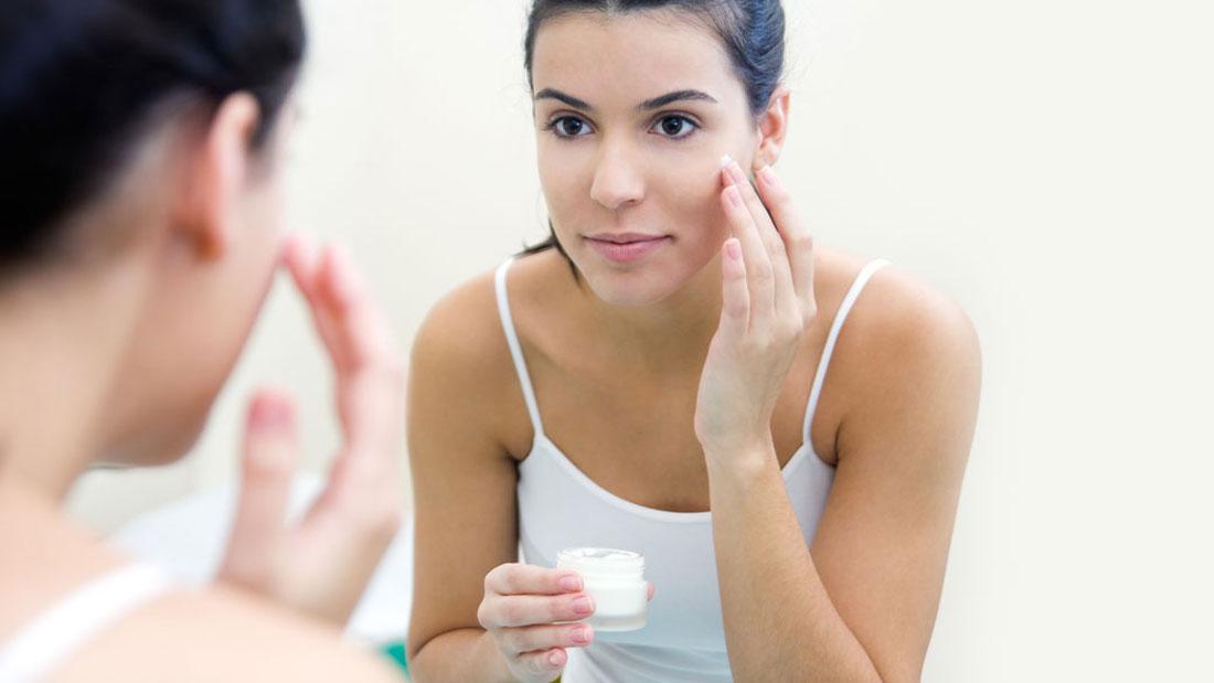 uses moisturizer twice a day