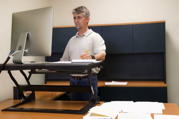 4 Benefits of Standing Desks at Work