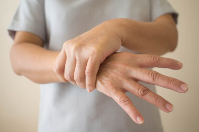 4 Herbal Remedies to Get Rid of Hand Tremors Naturally