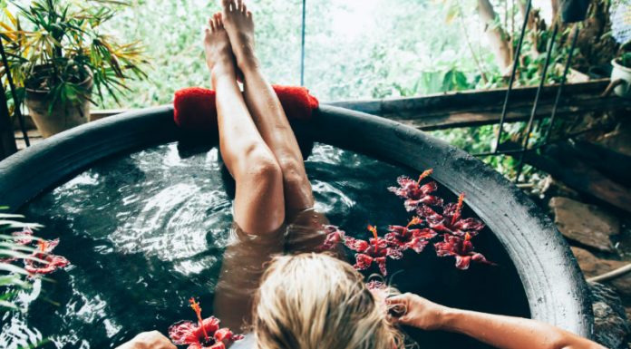 Detox Bath Recipes (DIY) to Naturally Rid You of Toxins