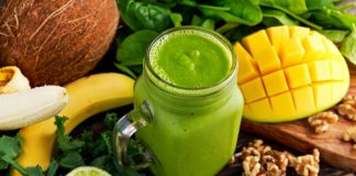 mango spinach smoothie in mason jar