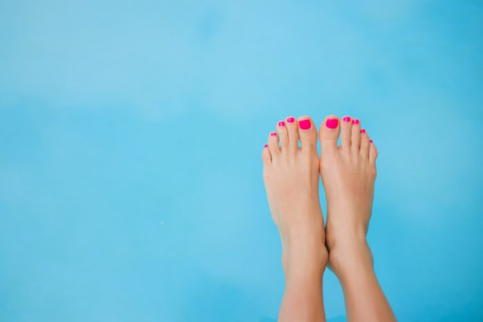 Smelly Feet? Try This Organic Foot Powder Recipe