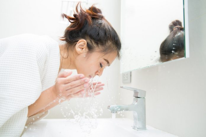 The Right Way To Wash Your Face (Yes, There Is One)