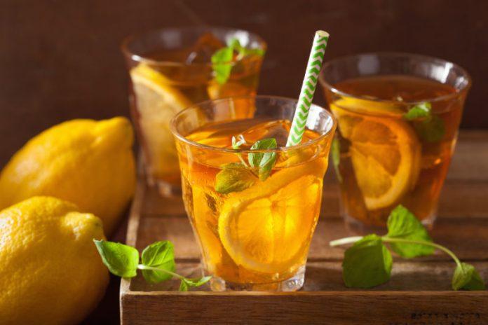 Lemon Cooler Tea in a glass with fresh lemon slices