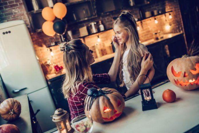 DIY Organic Halloween Makeup