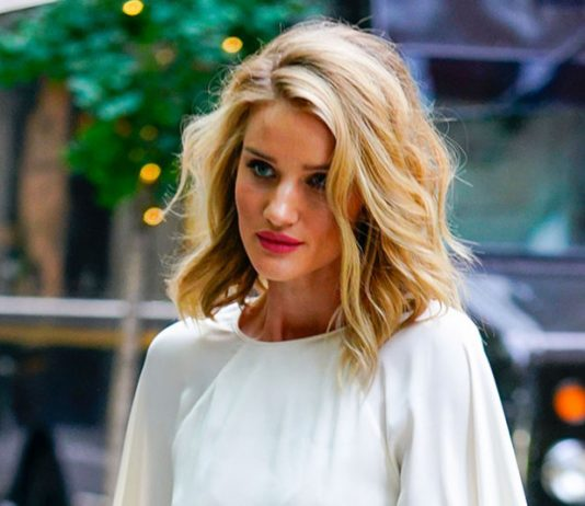 Spotted: Rosie Huntington-Whiteley Rocking a Bold Pink Lip