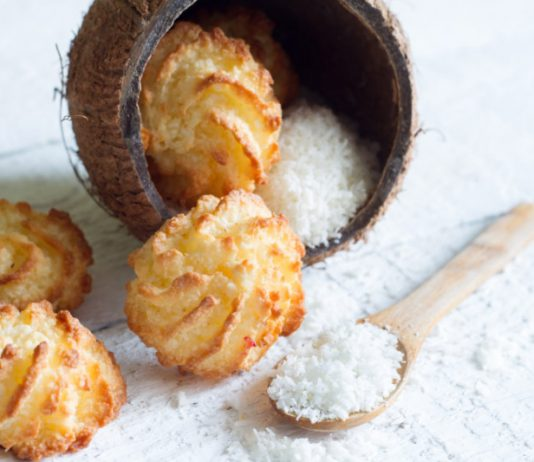 coconut macaroon cookies with shredded coconut