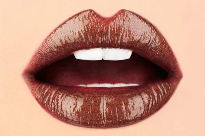 Make It Yourself: Cinnamon Mocha Lipstick for Fall