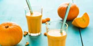 pumpkin pie smoothie in glasses