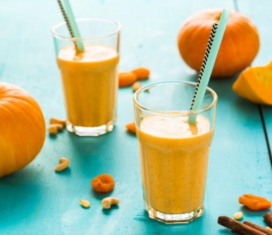 pumpkin pie smoothie in glasses